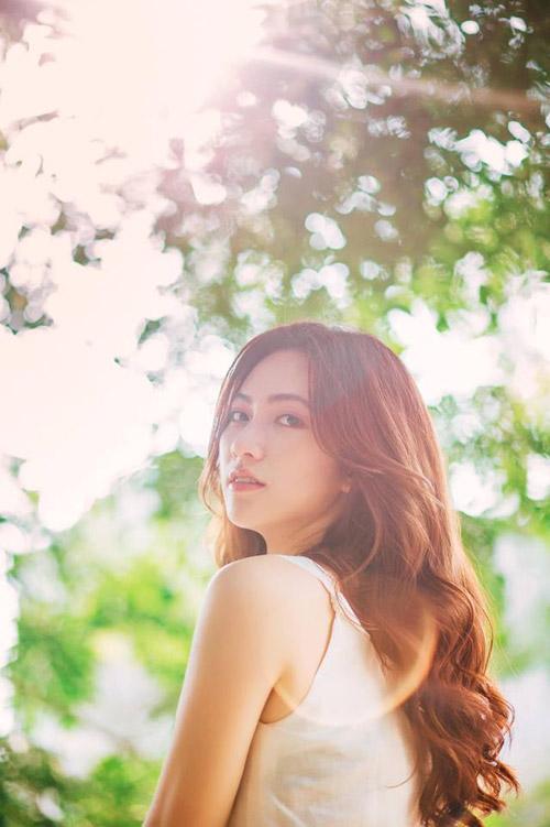Đầu năm 2018, một nữ diễn viên có cái tên lạ tai - Phương Anh Đào bỗng xuất hiện trong hàng loạt các phim điện ảnh như Em gái mưa, Nhắm mắt thấy mùa hè, Chàng vợ của anh. Đặc biệt, Phương Anh Đào đã trở thành nữ chính trong Nhắm mắt thấy mùa hè, bộ phim hợp tác giữa Việt Nam và Nhật Bản. Nữ diễn viên trẻ này sở hữu ngoại hình bắt mắt cùng khả năng biến hóa theo vai diễn.