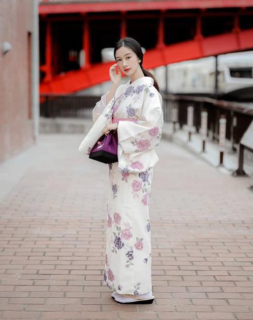 Jun Vũ duyên dáng trong bộ kimono chẳng thua kém các cô gái xứ Phù Tang.