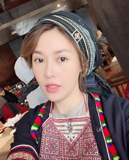 Quế Vân xinh đẹp khi diện thử quần áo của các cô gái dân tộc thiểu số ở Sapa.