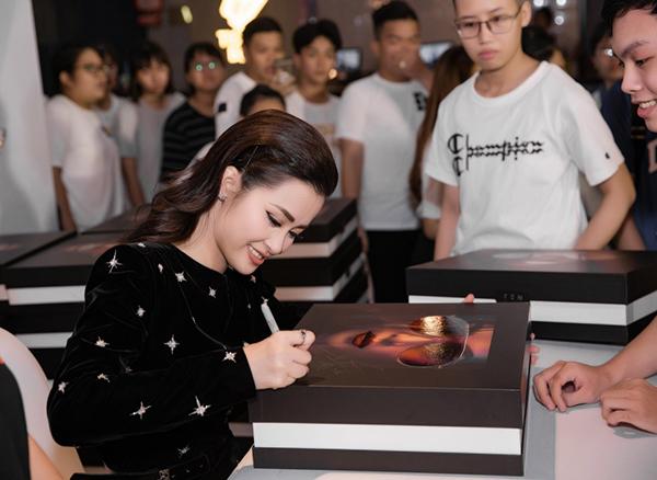 Đông Nhi tung album khủng nặng hơn 7kg, giá 2 triệu đồng - 5