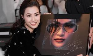 Đông Nhi tung album 'khủng' nặng 7kg, giá 2 triệu đồng