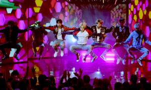 Fan Kpop tranh luận Big Bang hay BTS mới là 'vua sân khấu'