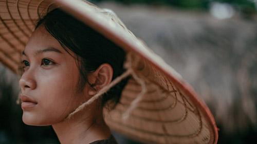 Thanh Tú là con gái của nữ diễn viên Kiều Trinh. Cô gái sinh năm 1997 này từng đóng rất nhiều phim điện ảnh như Dịu dàng, Bạn ma, Ròm... Năm 2018, Thanh Tú liên tục xuất hiện trong các phim điện ảnh làTháng năm rực rỡ, 11 niềm hy vọng, Song Lang, Người bất tử, Dream Man. Vai Duyên trong Người bất tử của Thanh Tú là một trong những vai diễn gây chú ý của năm nay. Dù tuổi đời còn rất trẻ, Thanh Tú đã gây ấn tượng với khán giả khi vào vai người phụ nữ chài lưới nghèo khó, gặp nhiều bất hạnh, tai ương trong cuộc đời.