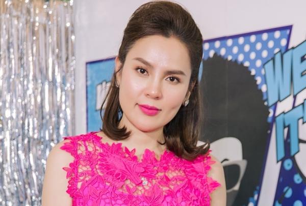 Hoa hậu Phương Lê trẻ trung, gợi cảm trong chiếc váy ren tôn vóc dáng.
