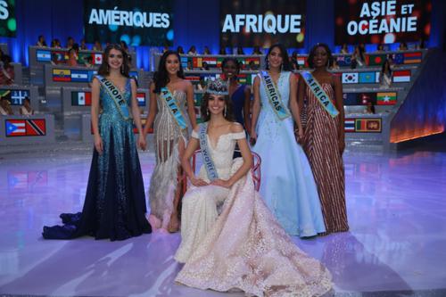 Miss World 2018 chỉ có duy nhất một Á hậu, là người đẹp Thái Lan (thứ hai từ trái sang).