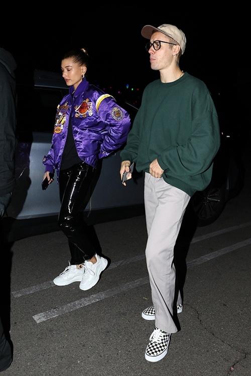 Hailey và Justin đi ăn tối ngày 8/12.