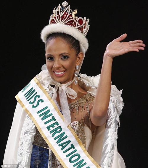 Valerie Hernandez từng đại diện Puerto Rico chiến thắng cuộc thi Hoa hậu Quốc tế 2014.