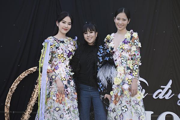 Ngày 9/12, show thời trang Tôi đi giữa hoàng hôn của NTK Hằng Nguyễn diễn ra tại Đà Lạt thu hút sự chú ý và tham dự của các khách mời. Xuất hiện trên thảm đỏ có đông đảo các hoa hậu, người đẹp cùng khoe sắc. Gây chú ý nhất là chị em sinh đôi Nam Anh - Nam Em.
