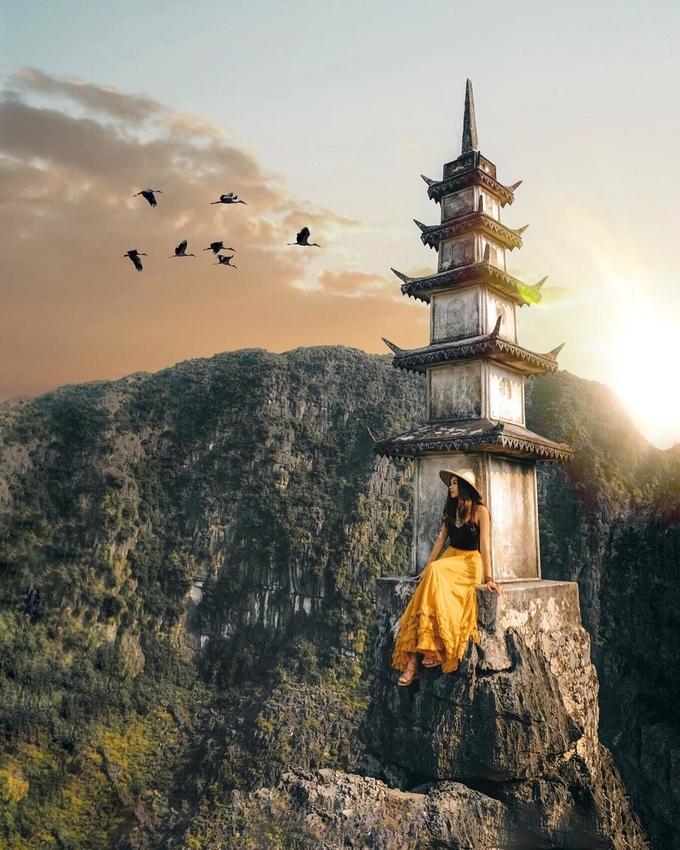 """<p> """"Ngọn tháp chọc trời"""" ở Ninh Bình, Hang Múa. Hang Múa là địa điểm du lịch vào loại đẹp nhất trên vùng đất cố đô, nơi nổi tiếng là """"thánh địa"""" của những di sản văn hóa và du lịch tâm linh.</p>"""