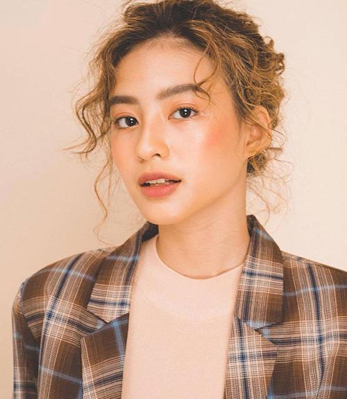 Dương Minh Ngọc (sinh năm 1996, Hà Nội) là gương mặt mẫu lookbook không còn xa lạ trong giới trẻ. Cô hiện sở hữu trang facebook cá nhân với hơn 200.000 người theo dõi và được mệnh danh là hot Instagram với lượng người theo dõi tương tự.