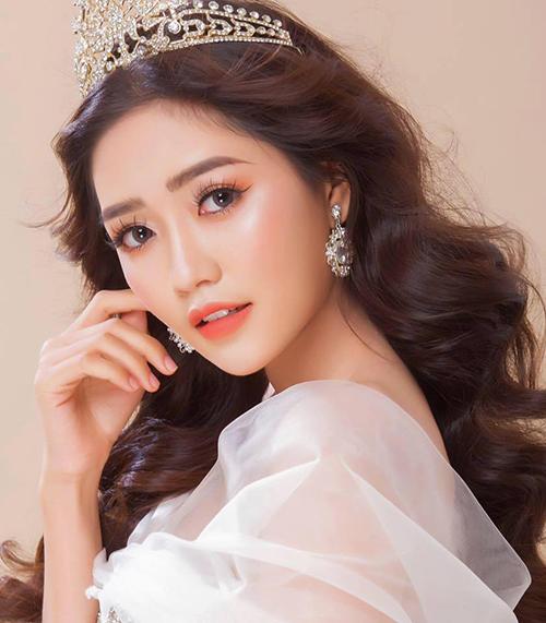 An Vy tên đầy đủ là Nguyễn An Vy, cô nàng sinh ngày 28/5/1998, hiện đang sinh sống và làm việc tại thành phố Hồ Chí Minh. Hot girl được nhiều người biết đến với tư cách là thành viên của nhóm hài đình đám FapTV.