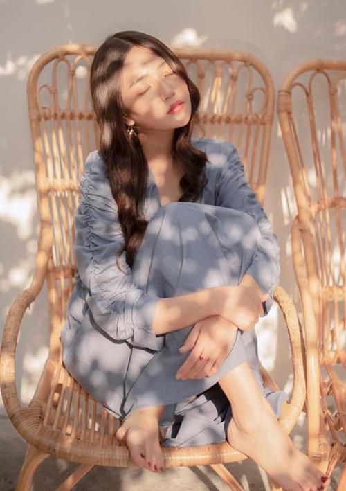 Với nhan sắc ngọt ngào như búp bê, An Vy thu hút hơn 400 nghìn người theo dõi trên trang cá nhân. Cô nàng rất tự tin vì sở hữu mái tóc dài đẹp và có thần thái rạng ngời khi chụp hình.