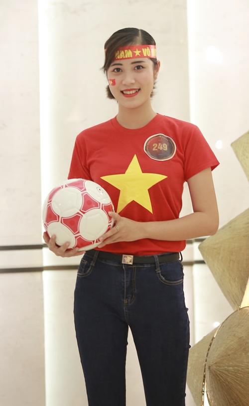 Nguyễn Thị Thu Huyền (SBD 249), đến từ Thái Nguyên, sinh viên năm nhất ngành Tài chính ngân hàng trường Kinh tế và Quản trị kinh Doanh Thái Nguyên.