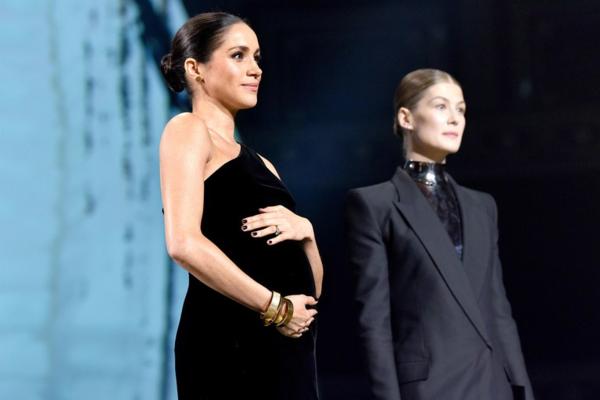 Meghan tại lễ trao giải  British Fashion Awards.
