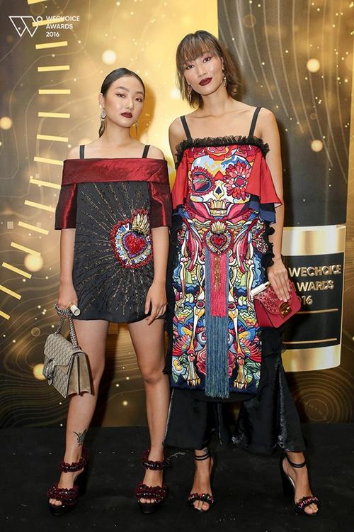 Linh Khiếu và chị gái.