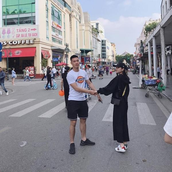 Huy Hùng - Thùy Dương hẹn hò được 3 năm nay. Tình cảm của cả hai được gia đình hai bên ủng hộ.