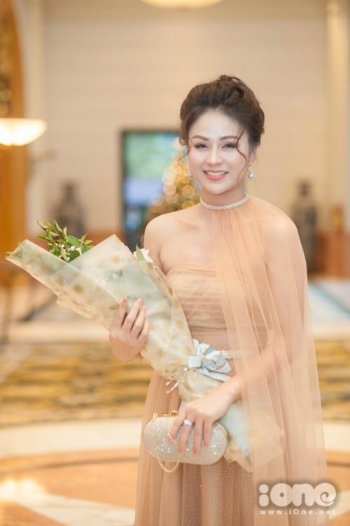 Diễn viên Thu Trang là một gương mặt quen thuộc của sân khấu kịch. Tuy nhiên vai Cúc trong phim là lần đầu tiên cô bén duyên với điện ảnh.