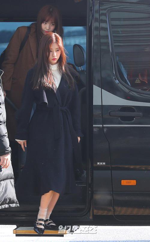 Kim Min Ju có khoảnh khắc xuống xe