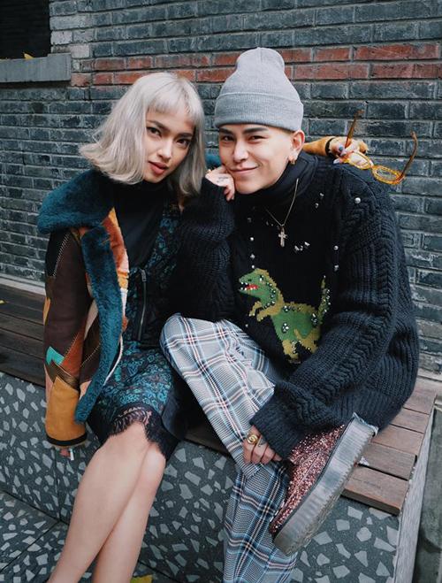 Sự nỗi loạn, phá cách của cả hai thể hiện trong những trang phục mùa đông. Không có quy tắc nào cho việc phối đồ, cũng không cần phân định rõ phong cách, cả hai nổi bật theo cách riêng, thậm chí chẳng cần diện món nào giống nhau mà vẫn toát lên nét tương đồng.