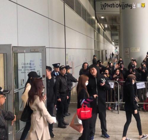 Twice đột ngột xuất hiện ở MAMA Hong Kong vào phút chót, BTS sắp mất một giải Daesang?