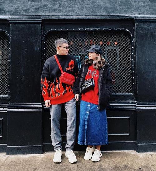 Trong những chuyến du lịch, Kiên Hoàng và Heo Mi Nhon luôn mang đến những bộ cánh đẹp như mơ với phong cách hòa hợp. Khi thì chung một kiểu áo, khi lại đồng điệu màu sắc, cách mix đồ..