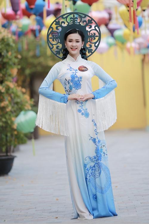 Thí sinh Hoa khôi Sinh viên Việt Nam khoe sắc với Áo dài