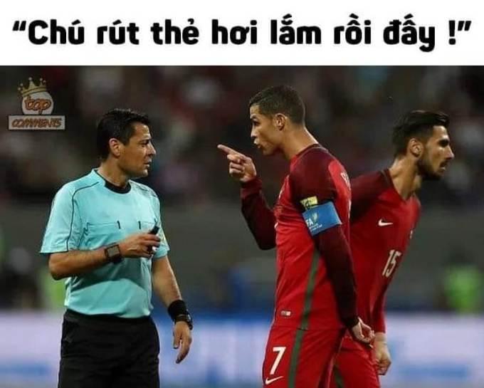 <p> Trong trận đấu chung kết lượt về giữa Việt Nam - Malaysia hôm 15/12, chỉ trong hiệp 1, trọng tài này rút tới 6 thẻ vàng - phần nhiều dành cho các tuyển thủ Việt Nam.</p>