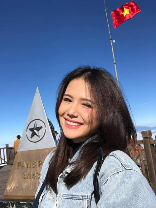 Phanh Lee rạng rỡ check-in trên đỉnh Fansipan.