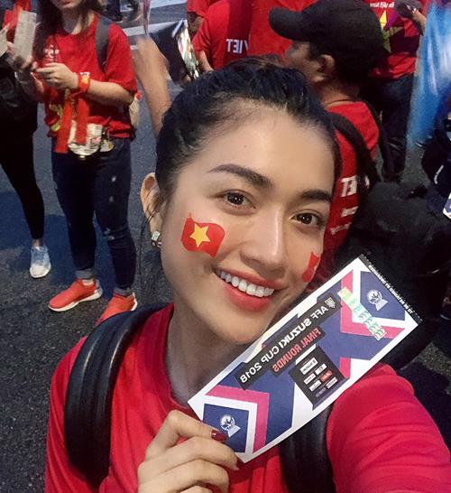 Lệ Hằng là một trong những CĐV bóng đá cuồng nhiệt, luôn có mặt ở sân để tham gia các trận bóng của đội tuyển Việt Nam.