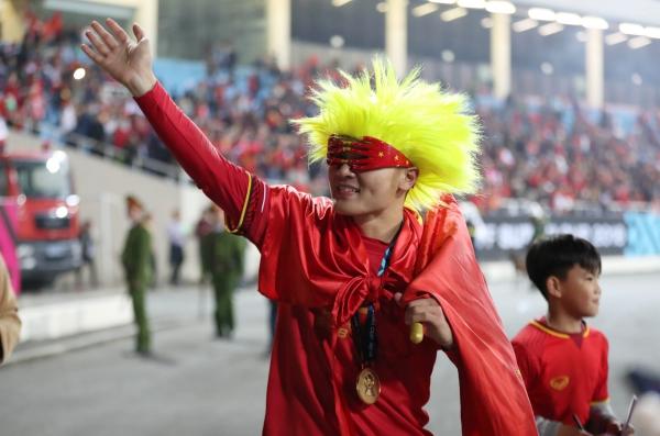 Quang Hải - cầu thủ hay nhất AFF Cup 2018 - ăn mừng kute vô đối