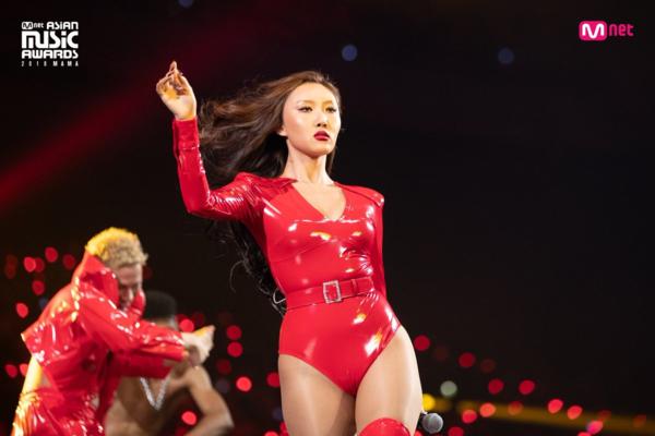 Nhờ màn trình diễn nóng bỏng, Hwasa vượt mặt Jennie, Irene tại BXH tháng 12