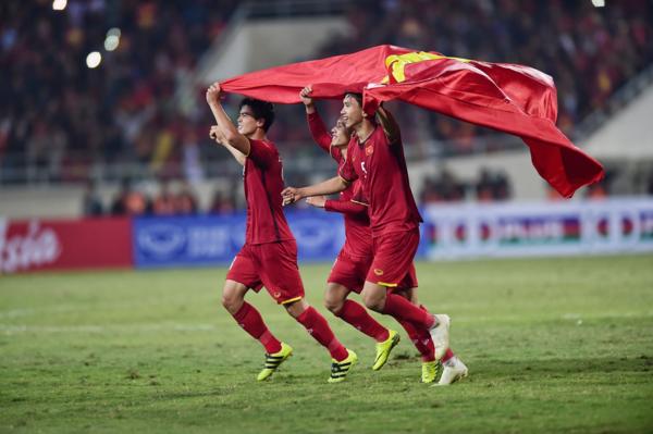 Tuyển thủ Việt Nam ăn mừng chiến thắng.