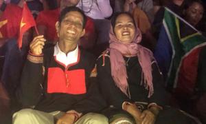 Bố mẹ H'Hen Niê: 'Mong cả nước Việt Nam ai cũng hạnh phúc như chúng tôi'