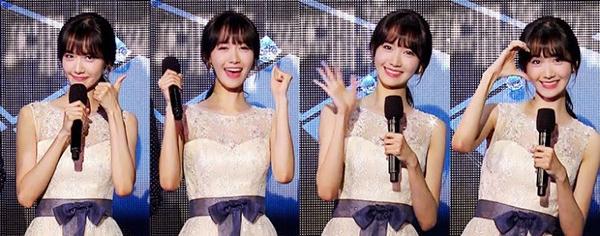 Biểu cảm tươi vui, đáng yêu giúp Yoon Ah trở thành MC được yêu thích nhất ở các show âm nhạc.