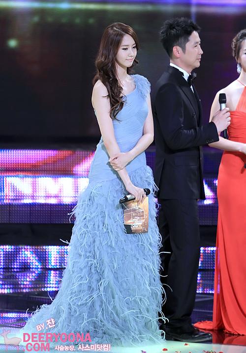 Năm 2011, Yoon Ah tiếp tục được chọn làm MC cho KBS Entertainment Awards. Ngôi sao tạo thiện cảm nhờ giọng nói hay, luôn vui vẻ và hợp tác tốt với tiền bối.