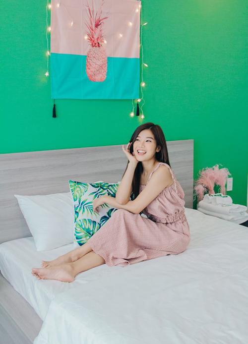 Hoàng Yến Chibi xinh tươi trong căn hộ cô nàng tự tay trang trí để làm homestay.