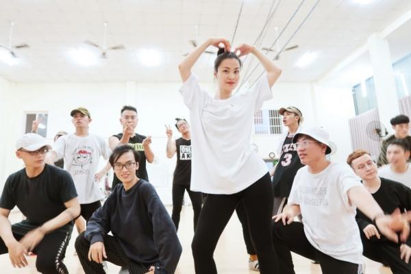 Đông Nhi sẽ biểu diễn 36 ca khúc trong liveshow 10 năm ca hát