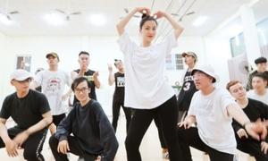 Đông Nhi sẽ 'phiêu' 36 ca khúc trong liveshow 10 năm ca hát