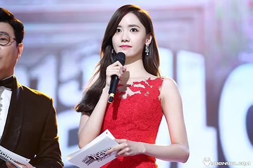 Nhan sắc của Yoon Ah đạt tầm cao mới ở MBC Gayo Daejejun 2015. Thành viên SNSD lão hóa ngược, ngày càng trẻ trung bất chấp thời gian.