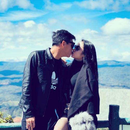 Tiến Linh cùng bạn gái hẹn hò ở Đà Lạt. Cả hai còn khiến fan réo tên khi có khoảnh khắc ngọt ngào.
