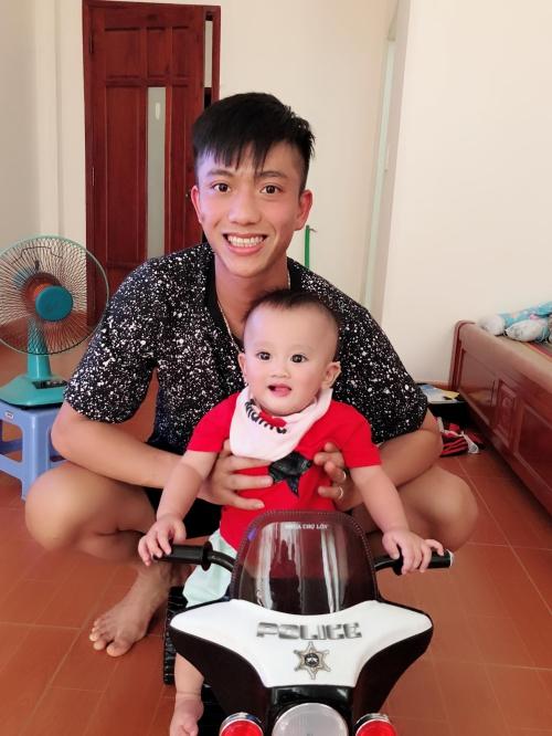 Phan Văn Đức cũng chọn quây quần bên gia đình. Với chân sút người xứ Nghệ nhà luôn là nơi tuyệt vời nhất.