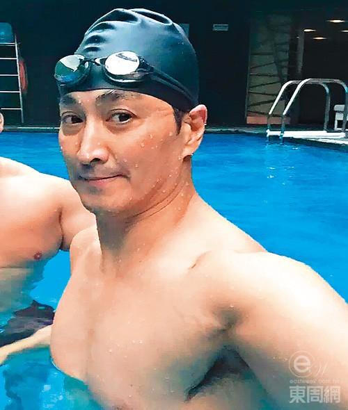 Ở tuổi 60, anhsở hữu nhiều bất động sản sang trọng và có bộ sưu tập xe hơi đắt giá. Chưa kể, Hà Gia Kính còn được bầu vào Ủy ban chính trị hiệp thương nhân dân Trung Hoa.