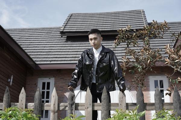 Đỗ Hoàng Dương chính thức chào sân Vpop dịp cuối năm bằng một sản phẩm âm nhạc - MV Hôm nay chia tay. Đây là câu trả lời cho hot boy Hà thành sau thời gian dậy thì thành công về mặt hình ảnh và Nam tiến lập nghiệp.