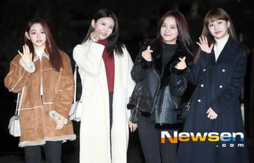 4 thành viên Gugudan Mina, Se Jeong, Na Young vàMimi.
