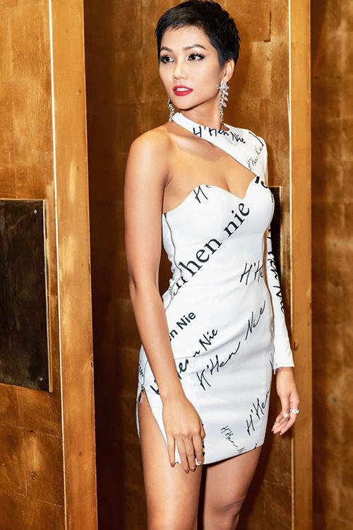Diện toàn đồ cũ sau Miss Universe, HHen Niê chứng minh là hoa hậu giản dị - 2