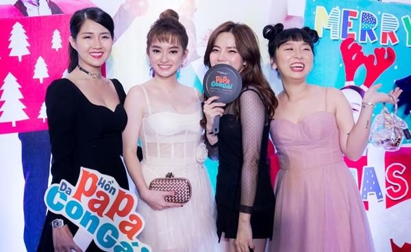 Kaity Nguyễn nhắng nhít với hội bạn gồm Kiều Trinh, Trang Hý trên thảm đỏ.