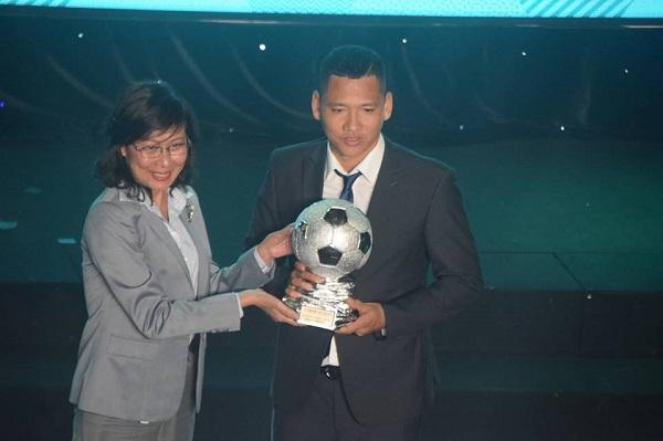 Quang Hải đoạt danh hiệu Quả bóng vàng Việt Nam 2018 - 1