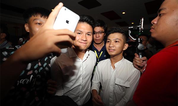 Quang Hải tại lễ trao giải Quả bóng Vàng