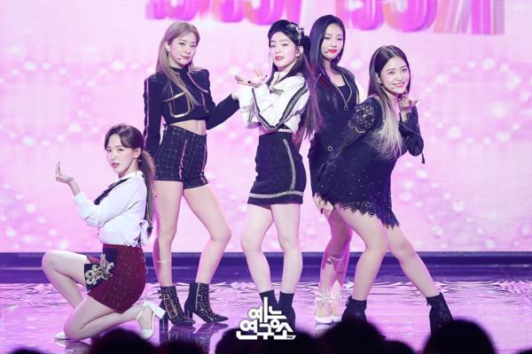 Red Velvet bận rộn quảng bá dịp cuối năm.