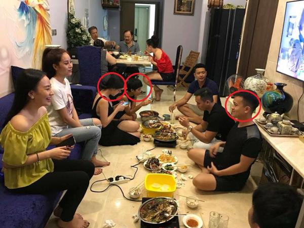 Phương Khánh, HHen Niê cùng mặc váy đen xuất hiệncùng anh trai Phương Khánh (ngoài cùng bên trái)trong bữa tiệc trước đó.
